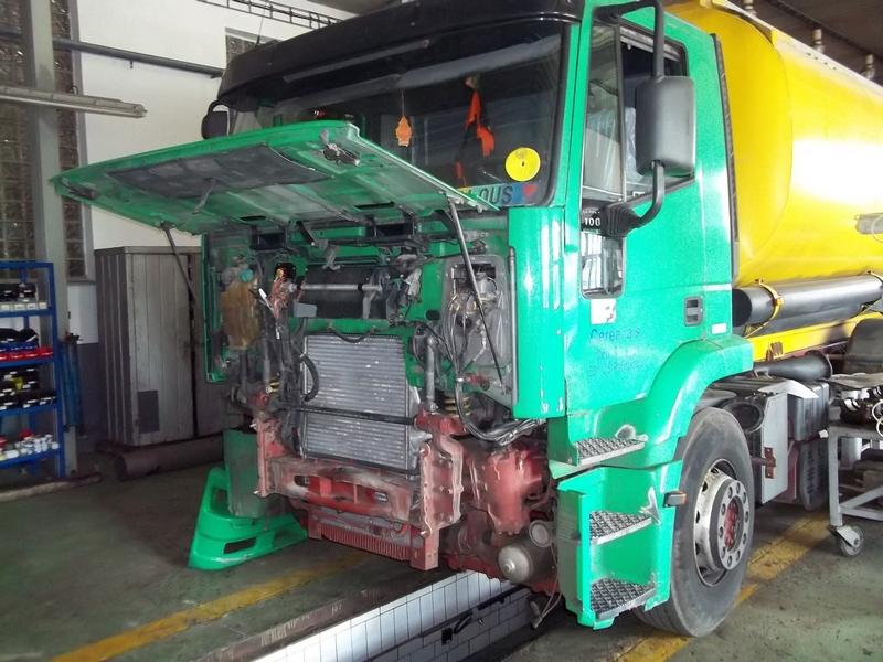 Oprava přední části nákladního vozidla IVECO